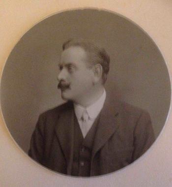 Auguste Comte Mouillot