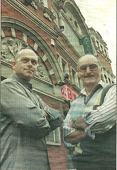 Ross Kemp and Christopher Dunham 'stand guard' outside the Palace (Scan from newspaper)